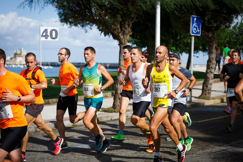 CASTRO URDIALES, SPAIN - SEPTEMBER 18: Unidentified group of athletes in the in the 10km race competition celebrated in Castro Urd. Iales in September 18, 2016 stock photography