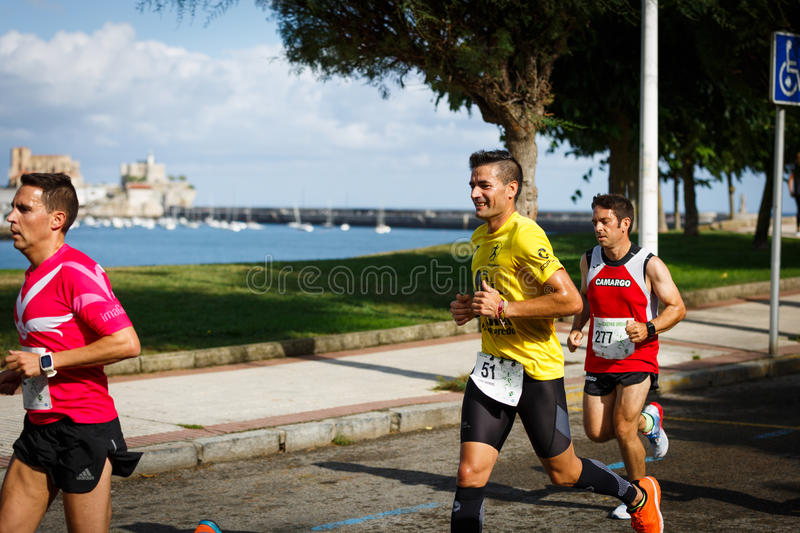 CASTRO URDIALES, SPAIN - SEPTEMBER 18: Unidentified group of athletes in the in the 10km race competition celebrated in Castro Urd. Iales in September 18, 2016 royalty free stock photos