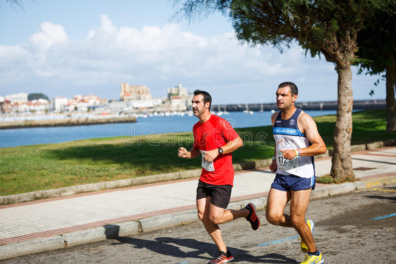 CASTRO URDIALES, SPAIN - SEPTEMBER 18: Unidentified group of athletes in the in the 10km race competition celebrated in Castro Urd. Iales in September 18, 2016 royalty free stock image