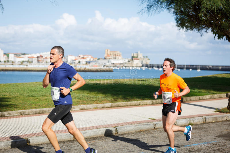 CASTRO URDIALES, SPAIN - SEPTEMBER 18: Unidentified group of athletes in the in the 10km race competition celebrated in Castro Urd. Iales in September 18, 2016 royalty free stock images