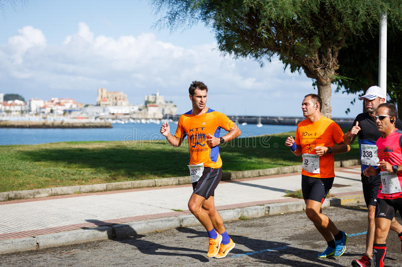 CASTRO URDIALES, SPAIN - SEPTEMBER 18: Unidentified group of athletes in the in the 10km race competition celebrated in Castro Urd. Iales in September 18, 2016 stock image