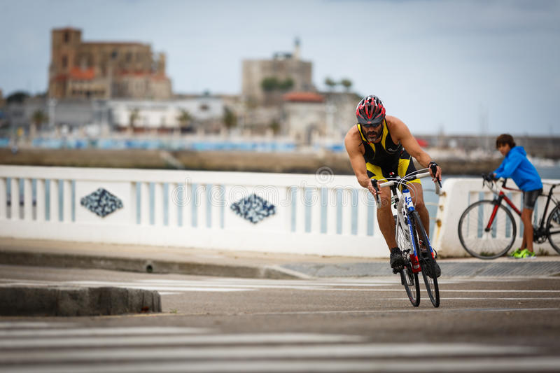 CASTRO URDIALES, SPAIN - SEPTEMBER 17: Unidentified triathlete in the cycling competition celebrated in the triathlon of Castro Ur. Diales in September 17, 2016 stock photos