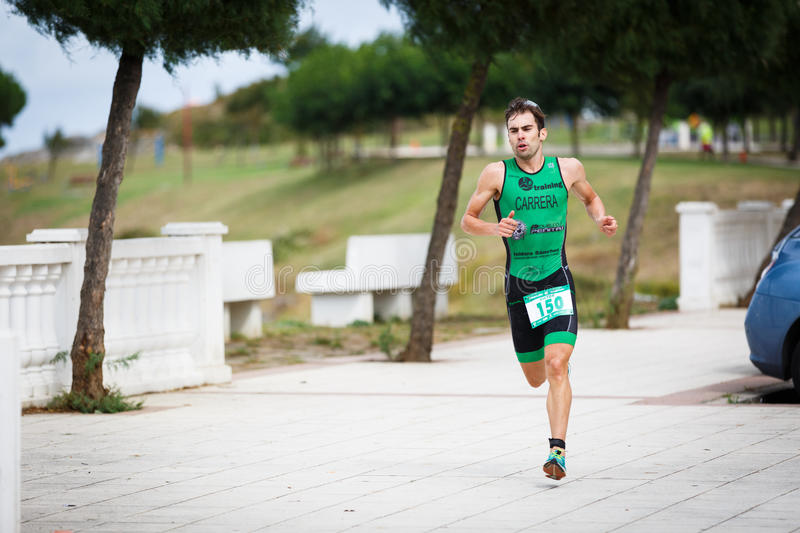 CASTRO URDIALES, SPAIN - SEPTEMBER 17: Unidentified triathlete in the running competition celebrated in the triathlon of Castro Ur. Diales in September 17, 2016 stock photography