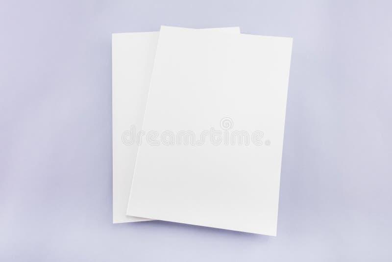 Catálogo vazio, compartimento, molde do livro com sombras macias pronto foto de stock royalty free
