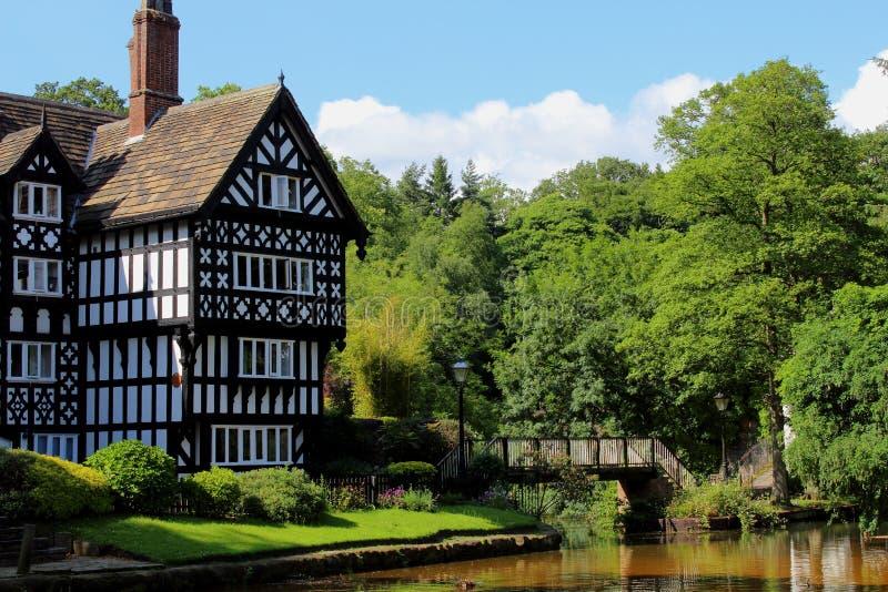 Catégorie faux Tudor Building énuméré par II image libre de droits