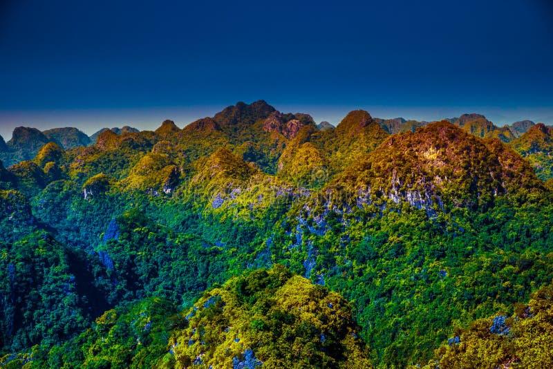 Cat Ba Island en Vietnam, Asia Paisaje hermoso imágenes de archivo libres de regalías