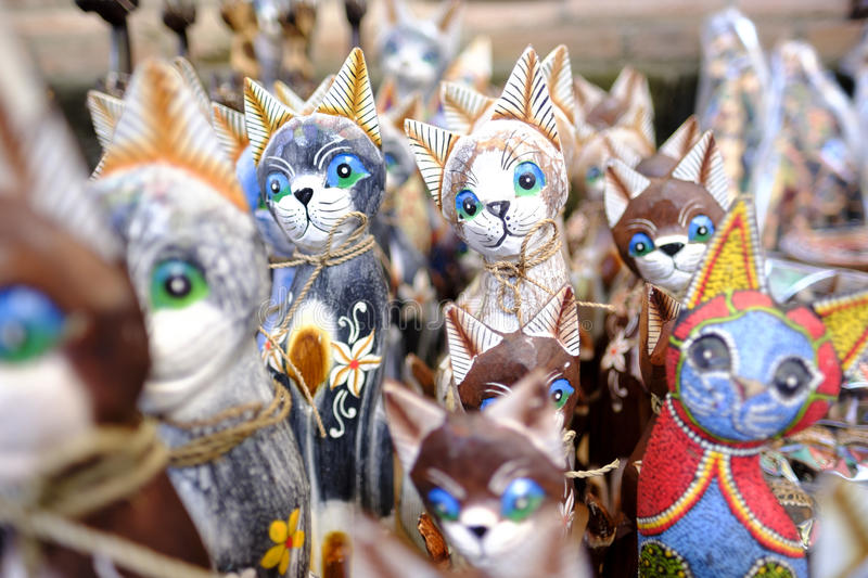 Cat Handcraft in Ubud Art Market Made des Holzes lizenzfreies stockbild