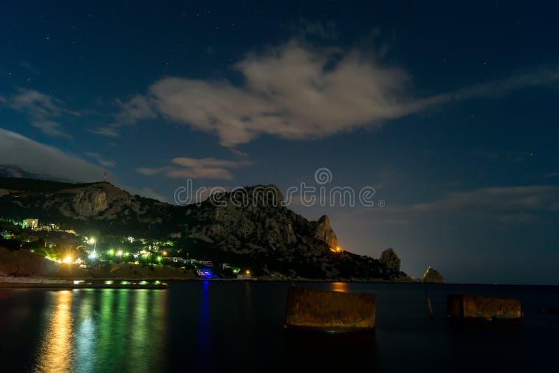 Cat Mountain sur la côte du sud de la Crimée photos libres de droits