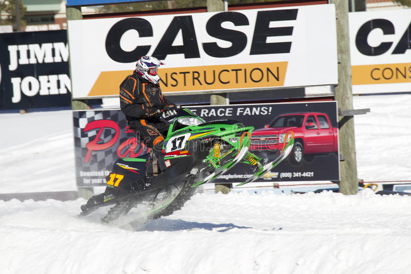 Cat Sno Pro Snowmobile Racing ártica verde jejua fotografia de stock
