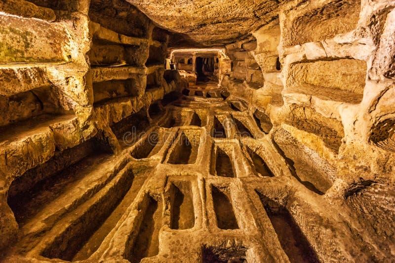 Catacomba di Larderia nel paese di Ragusa immagine stock