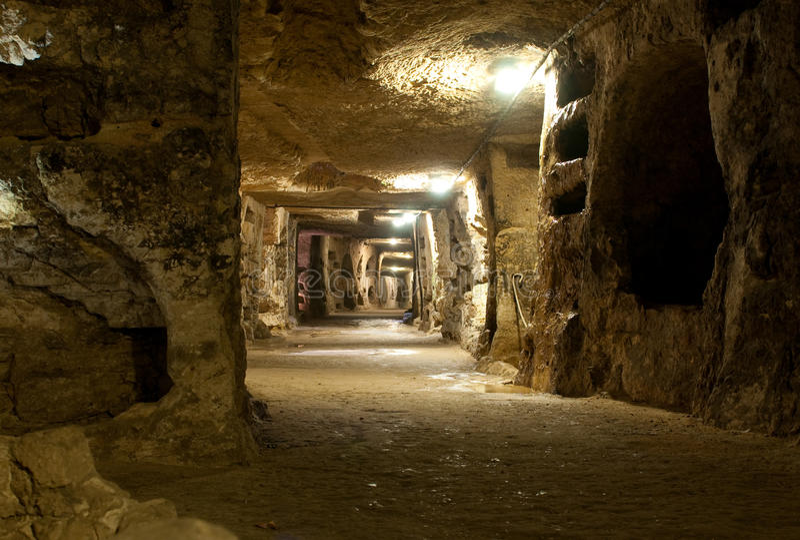 Download Catacomben Van Heilige Giovanni Stock Afbeelding - Afbeelding bestaande uit sicilië, catacomb: 19748281