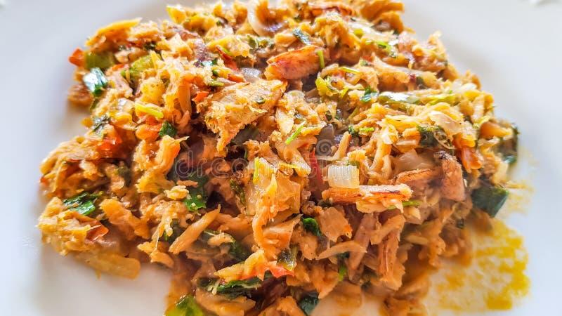 Catado De Siri: brazylijski jedzenie robić kraba mięso w białym talerzu w zamkniętym widoku obraz royalty free