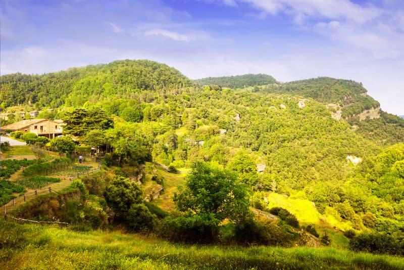 Catalaans bergenlandschap in de zomer stock foto's