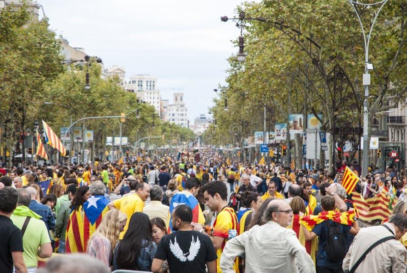 Catalan väg, mänsklig kedja för att begära självständigheten av Catal royaltyfri fotografi