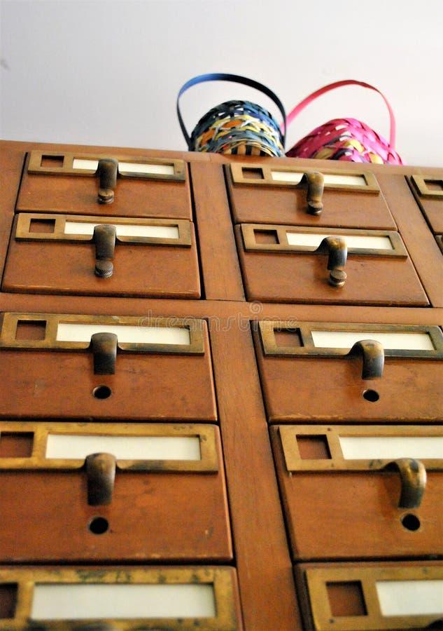 Catalogue sur fiches avec des paniers de Pâques photo stock