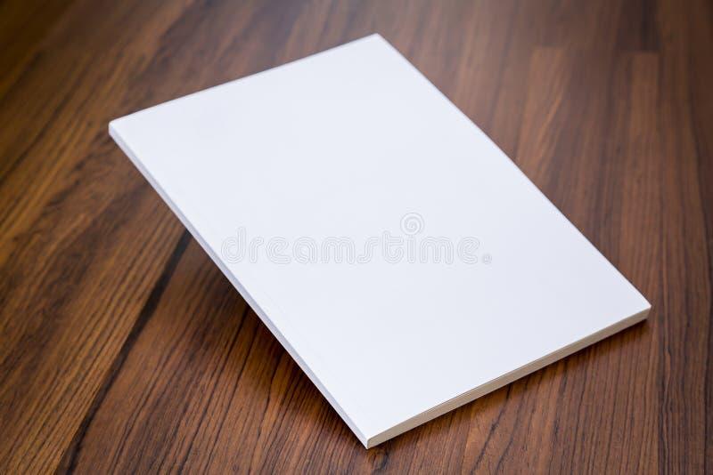 Catalogue vide, magazines, moquerie de livre  images stock