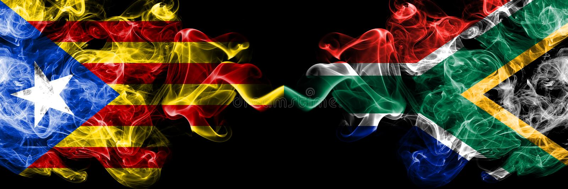 Catalonia contra África do Sul, bandeiras africanas do fumo colocadas de lado a lado Bandeiras de seda coloridas grossas do fumo  foto de stock royalty free