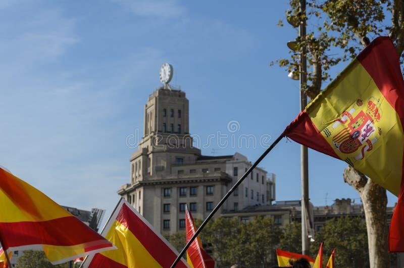 Catalonia och Spanien flaggor arkivbilder
