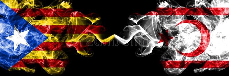 Catalonia vs nordliga Cypern rökflaggor förlade sidan - vid - sidan Tjocka kulöra silkeslena rökflaggor av Catalonia och nordliga vektor illustrationer