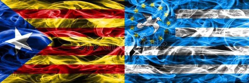 Cataluña contra las banderas del sur del humo de la copia del Camerún colocadas de lado a lado Banderas sedosas densamente colore imagenes de archivo