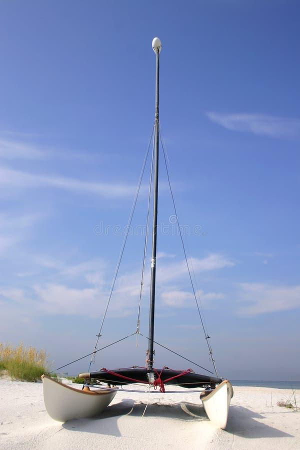 Catamarán de la playa imagenes de archivo