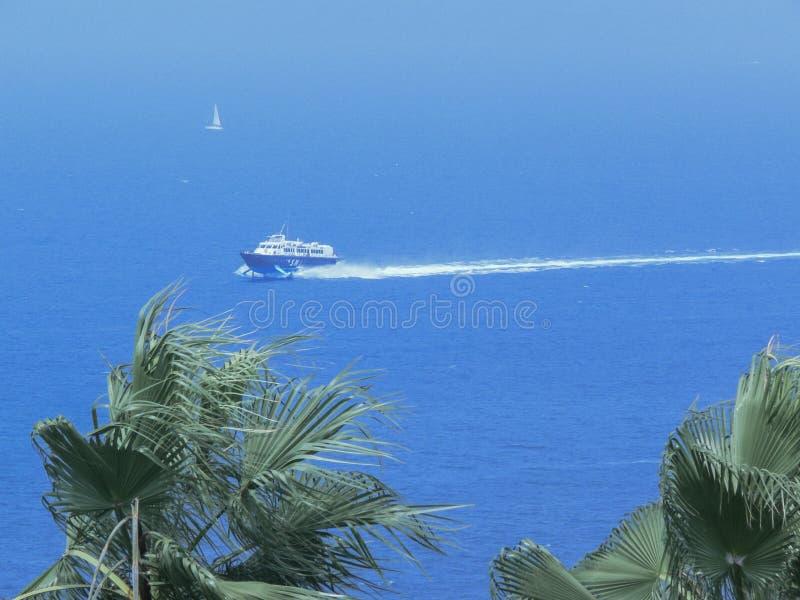 Catamaran aan Ischia eiland mediterraan Italië royalty-vrije stock foto