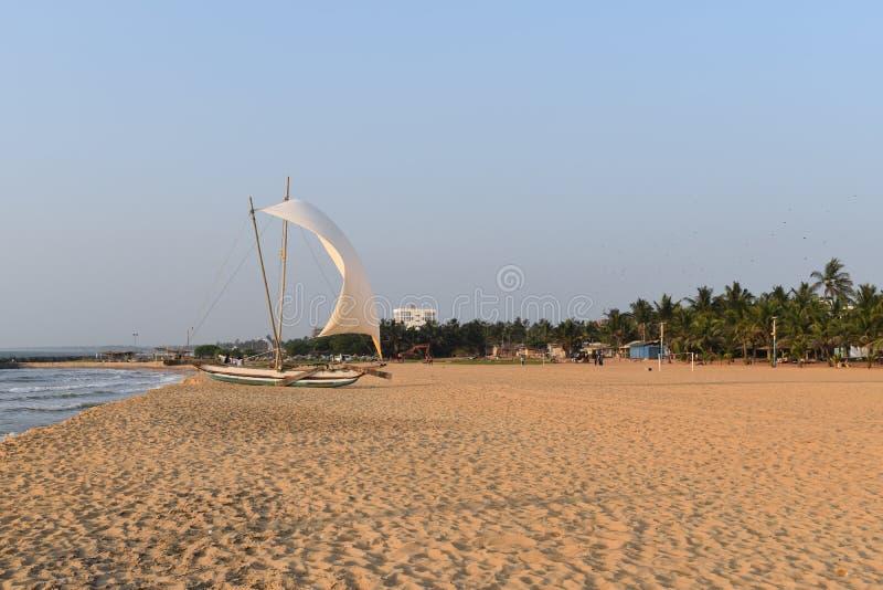 Catamaran en losu angeles playa De Negombo zdjęcia stock
