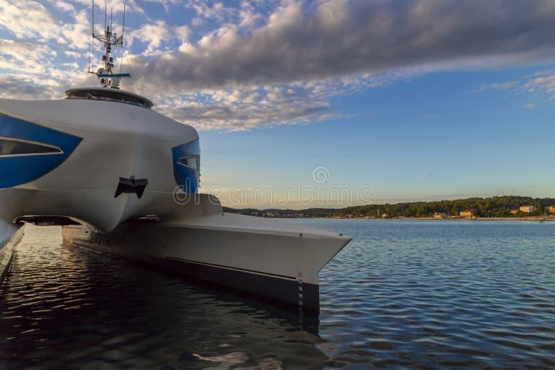 Catamaran in Rovinj-haven, Kroatië royalty-vrije stock fotografie