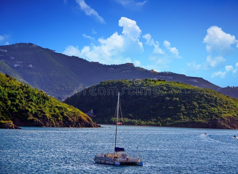 Catamaran w schronieniu fotografia stock