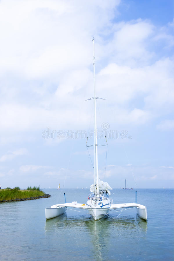 Catamarano sull'acqua, Marken, Paesi Bassi immagine stock libera da diritti