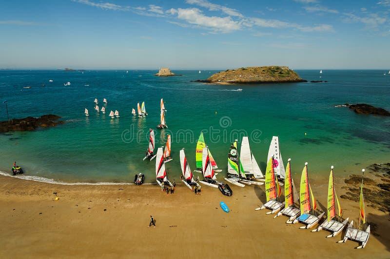 Catamarano sulla spiaggia fotografia stock libera da diritti