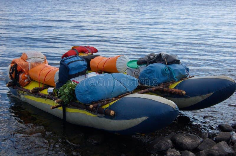 Catamarano turistico caricato pronto a navigare immagini stock