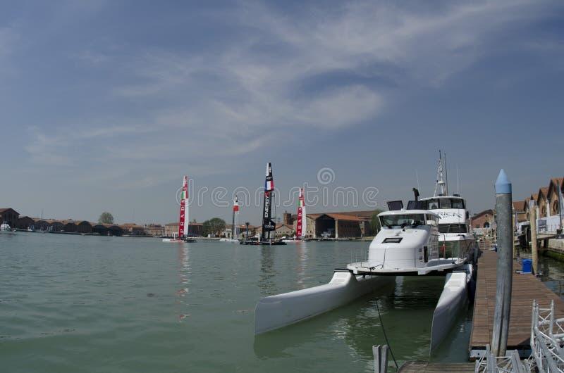 Catamarans dans la lagune images libres de droits