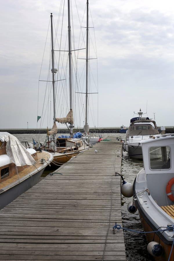 Catamarans en jachten royalty-vrije stock afbeeldingen