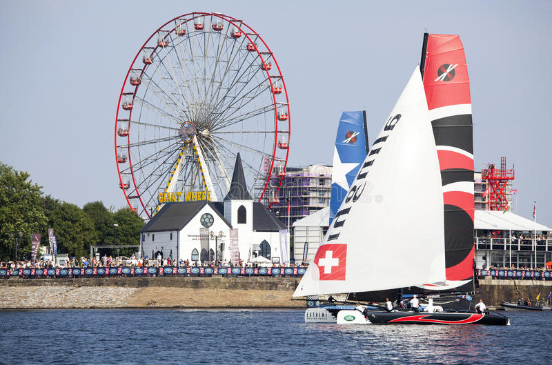 Catamarans op de baaiwateren met groot wiel royalty-vrije stock afbeeldingen