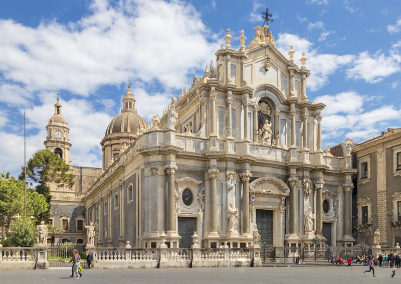 CATANIA, ITALIEN - 8. APRIL 2018: Basilika agata di Sant 'mit dem Hauptplatz lizenzfreie stockbilder