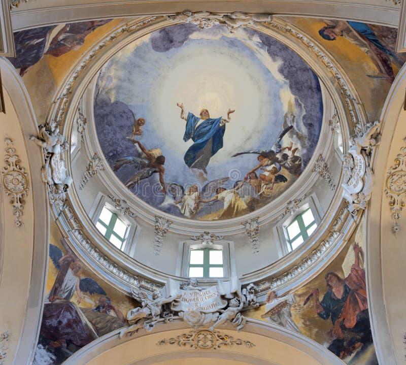 CATANIA ITALIEN: Freskomålningen av antagandet av oskulden Mary och fyra evangelister i kupol av den kyrkliga Maria Santissima de arkivbild