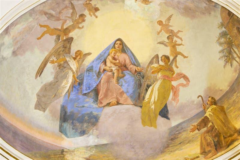 CATANIA ITALIEN, 2018: Freskomålningen av madonnan in bland änglarna i kyrkliga Santuario Madonna del Carmine av Natale Attanasio royaltyfria foton