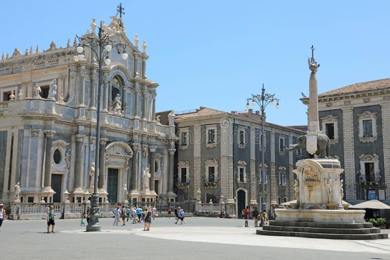 CATANIA SICILY, CZERWIEC, - 19, 2019: Piazza Del Duomo kwadrat z katedrą Świątobliwy Agatha i słoń fontanna nakrywająca obok obraz royalty free