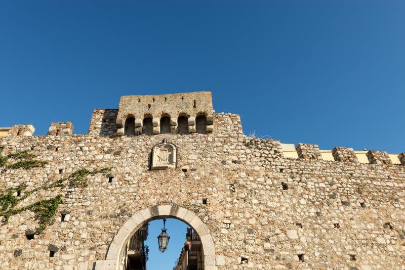 Catania-Tür in Taormina - Sizilien Italien lizenzfreie stockfotos