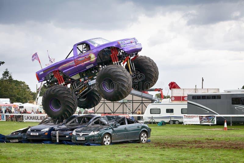 Catapulta del monster truck en Truckfest Norwich Reino Unido 2017 foto de archivo