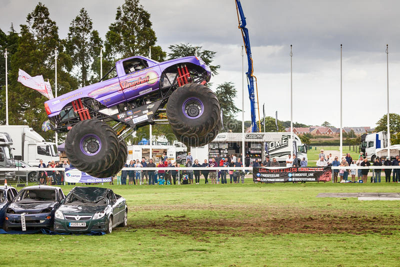 Catapulta del monster truck en Truckfest Norwich Reino Unido 2017 fotos de archivo