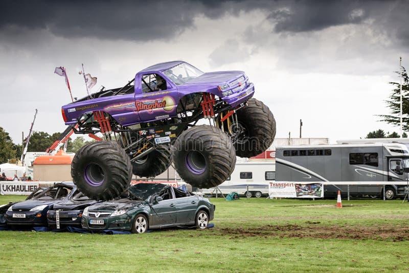 Catapulta del monster truck en Truckfest Norwich Reino Unido 2017 fotografía de archivo