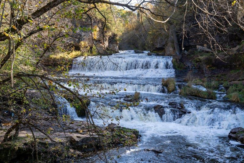 Cataratas del río Willow en el Parque Estatal Willow River en Hudson Wisconsin EE.UU. fotografía de archivo