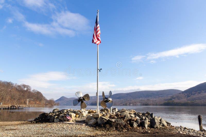 Cataratas Highland, NY, Estados Unidos - Feb. 2, 2020: Vista panorámica del pintoresco Parque Mine Dock, ubicado en el río Hudson imagen de archivo