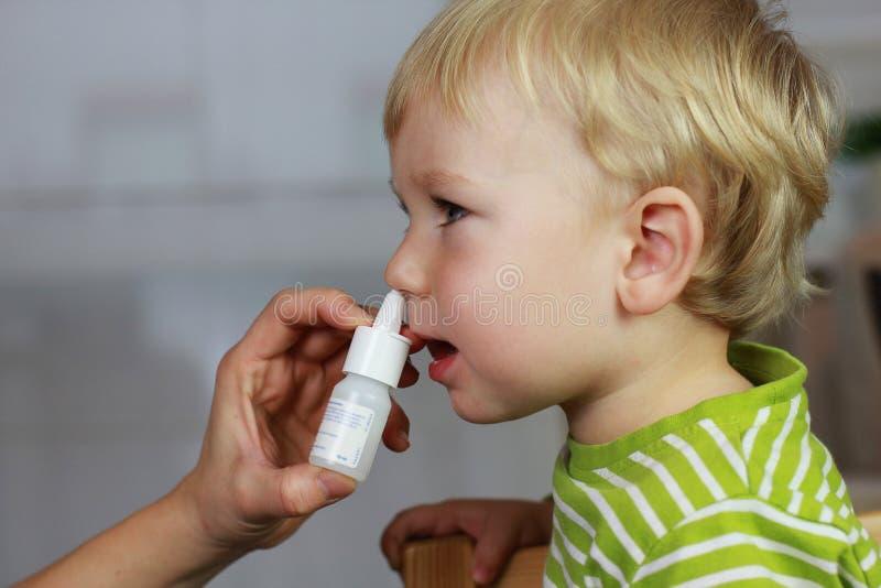 Catarro - gotas de nariz, pulverizador nasal imagem de stock