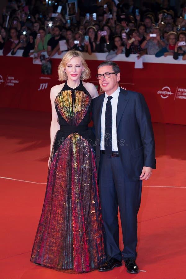 Cate Blanchett en Antonio Monda op het rode tapijt, in Rome royalty-vrije stock foto
