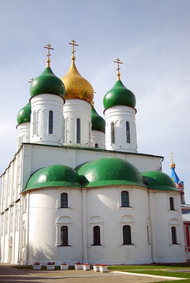 Catedral blanca vieja de la asunción en Kolomna Kremlin fotografía de archivo