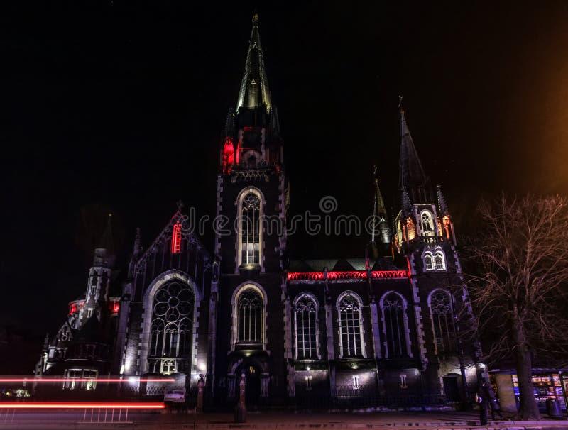Catedral católica bonita no fundo imagem de stock royalty free