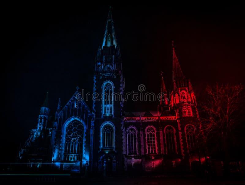 Catedral católica bonita no fundo imagens de stock royalty free